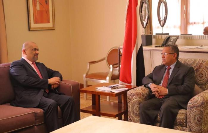 بن دغر يشدد على دور الدبلوماسية اليمنية في تجاوز المحنة الراهنة