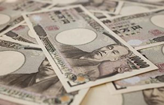 تراجع الين الياباني بعد تأكيد انكماش الاقتصاد الياباني خلال الربع الأول