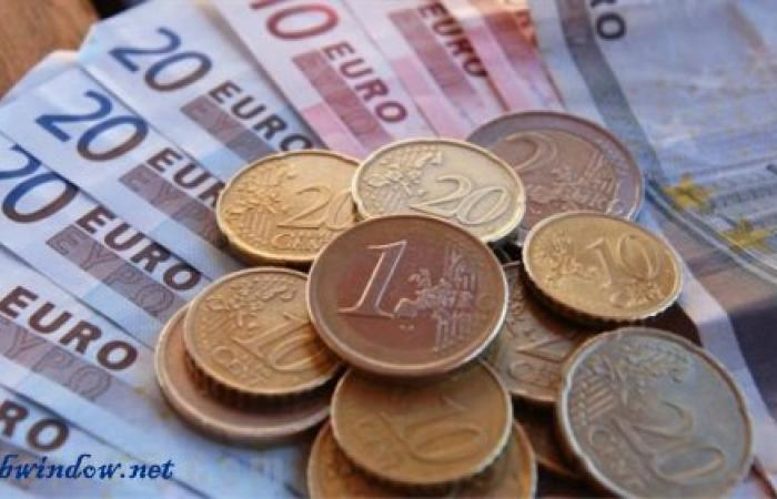 اليورو يرتفع للأعلى في أسبوعين مع توقعات بإنهاء المركزي الأوروبي للتحفيز