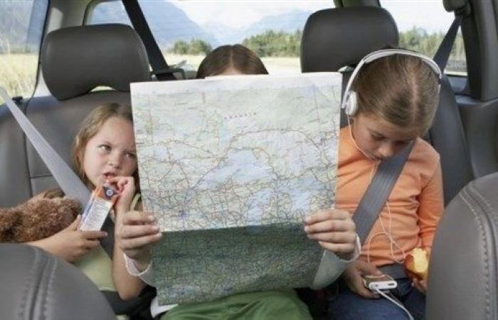 هكذا تحمي طفلك من الغثيان أثناء السفر بالسيارة