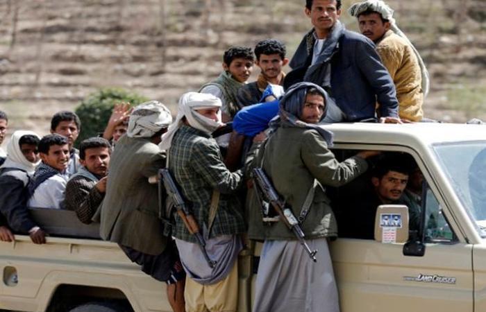 مليشيا الحوثي توزع منشورات تحذيرية في الحديدة وتهدد المواطنين بأن مواقع التواصل الاجتماعي مراقبة