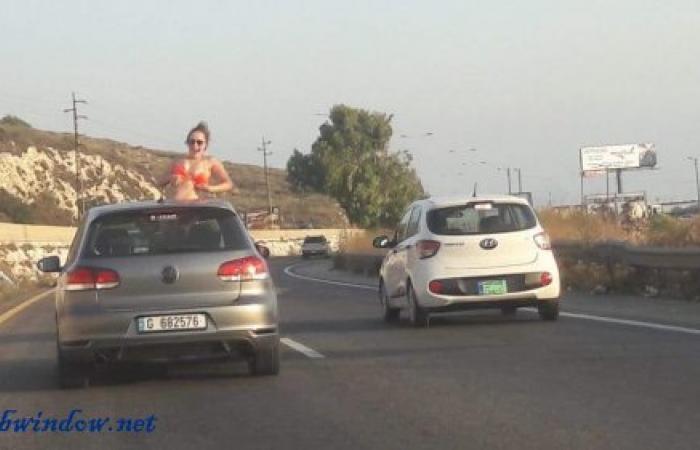 بالصور: في تصرف غير أخلاقي.. فتاة تتعرى على اوتوستراد جبيل بيروت
