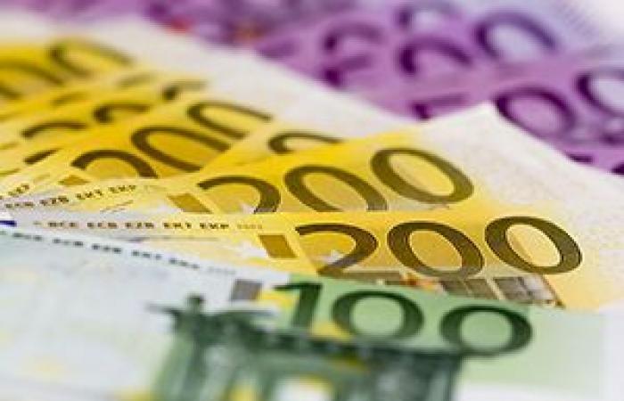 فوركس | العملة الموحدة اليورو بصدد أول مكاسب أسبوعية لها في أربعة أسابيع أمام الدولار الأمريكي
