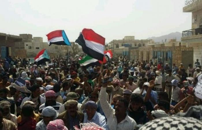 اليمن | بعد فشلها عسكريا.. «الإمارات» تعيد التوتر الى «سقطرى» وقواتها تقود تمرد ضد «الحكومة الشرعية»