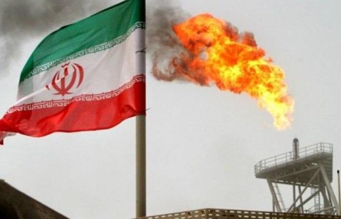 إيران تبحث عن حل لبيع النفط وتحويل الإيرادات
