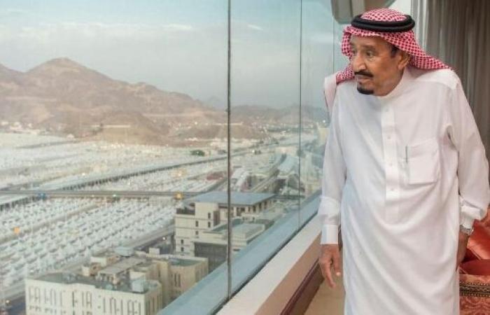 اليمن | الملك سلمان وامراء ومستشارين ومسئولين بارزين يصلون «منى» بمكة المكرمة - صورة