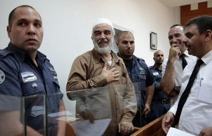 فلسطين | محكمة الاحتلال تمدد الاعتقال المنزلي للشيخ رائد صلاح 3 أشهر