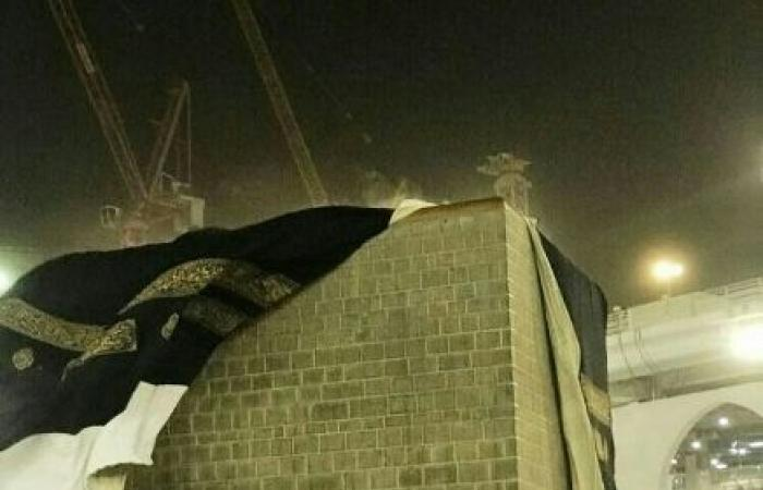 اليمن | شاهد : حدث نادر يحصل في الكعبة لاول مرة يشاهده ملايين المسلمين