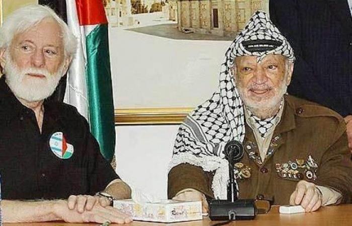 """فلسطين   وفاة مؤسس """"كتلة السلام"""" أوري أفنيري عن 95 عاما"""