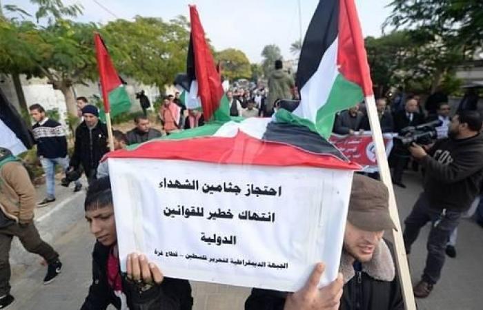 فلسطين   رام الله: مسيرة للمطالبة باسترداد جثامين الشهداء المحتجزة لدى الاحتلال