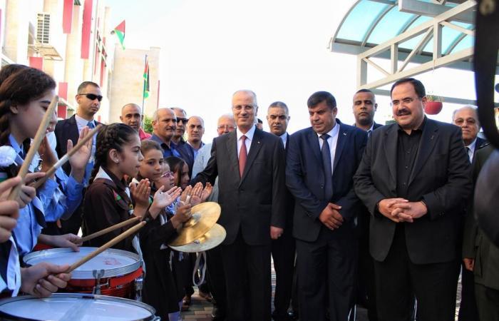 فلسطين   الحمدالله: ندعو حماس لتحقيق المصالحة وتمكين الحكومة بغزة بلا شروط