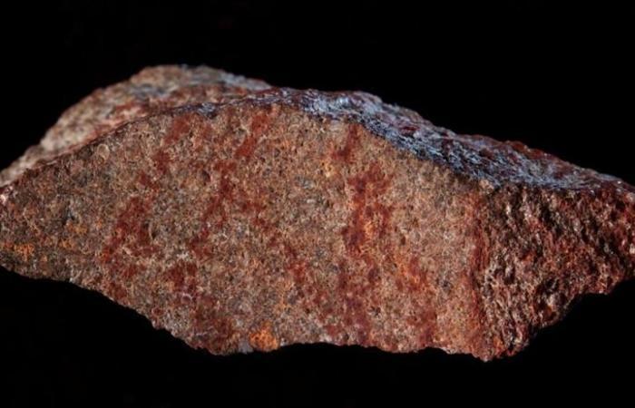 باحثون يعثرون على حجر يعود إلى 73 ألف سنة بكهف أفريقي