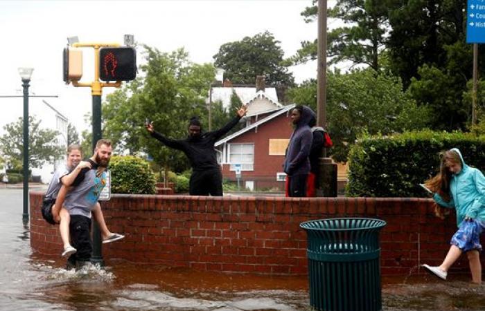 إعصار فلورنس يضرب أمريكا.. وطوارئ بـ 8 ولايات (شاهد )
