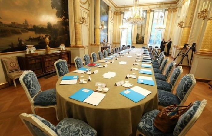 الرئاسة الفرنسية تبيع الحلويات لتمويل ترميم قصر الإليزيه