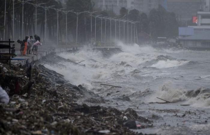 إعصار هائل يضرب اليابسة في شمال الفلبين.. أمطار غزيرة