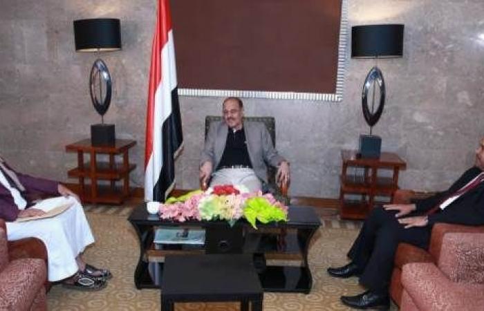 اليمن   نائب الرئيس يشيد بوزارة الأوقاف لتميزها ونجاحها ..