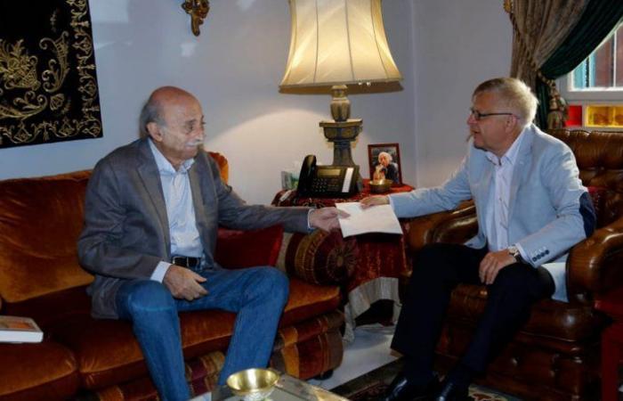 جنبلاط إستقبل السفير الروسي وعرض معه الأوضاع الراهنة