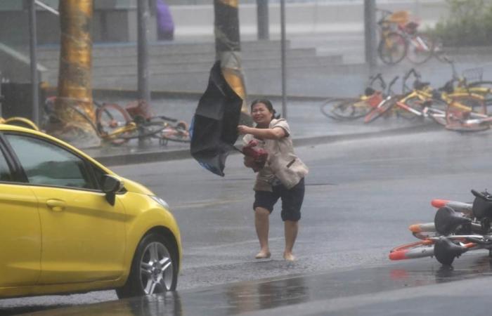 إعصار مانغكوت المدمر يخلف 25 قتيلا بالفلبين ويصل الصين