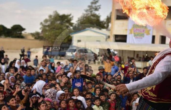 سوريا | منظمة تركية توزع آلاف الحقائب المدرسية و الهدايا في ريف حلب