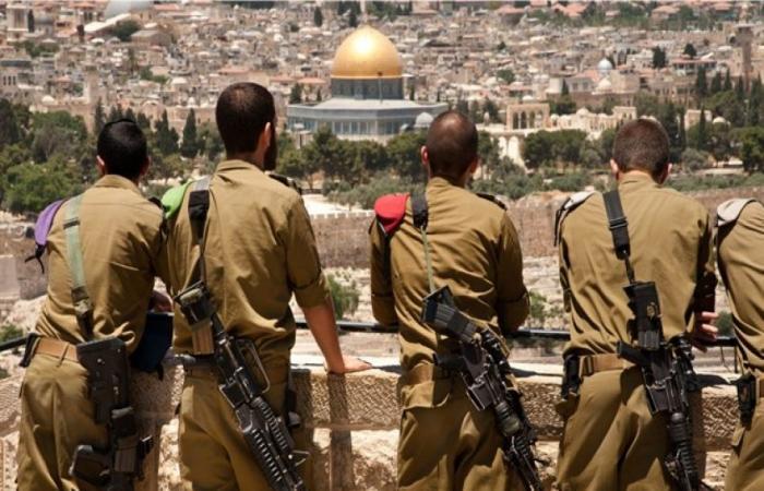 فلسطين | الشرطة الاسرائيلية توقف جنديين إسرائيليين سرقا وتحرشا بفلسطينيات!