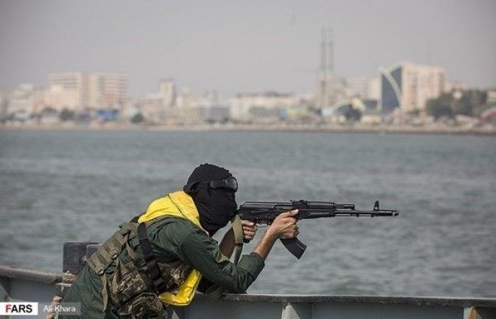 فلسطين | استعراض ضخم للقوات الإيرانية في مضيق هرمز