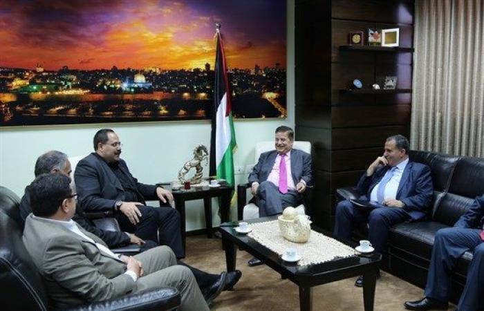 فلسطين   الصحة والتربية تتابعان التطورات في كلية الطب الحكومية بالخليل
