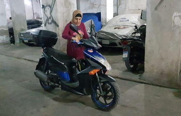 مصر   أول سيدة دليفري بمصر.. تحدت الجميع بدراجة نارية