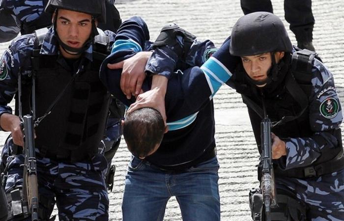 فلسطين | كشف ملابسات سرقة 15 جهازاً محمولاً في الخليل