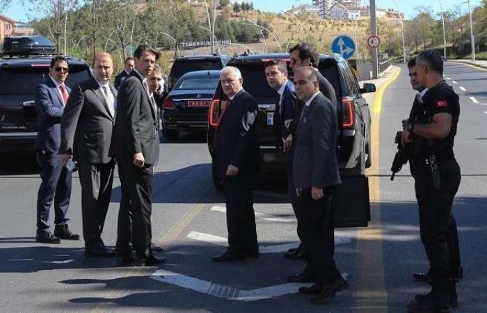 فلسطين   بن علي يلدريم يوقف موكبه في أنقرة لطارئ لا يحتمل التأجيل!