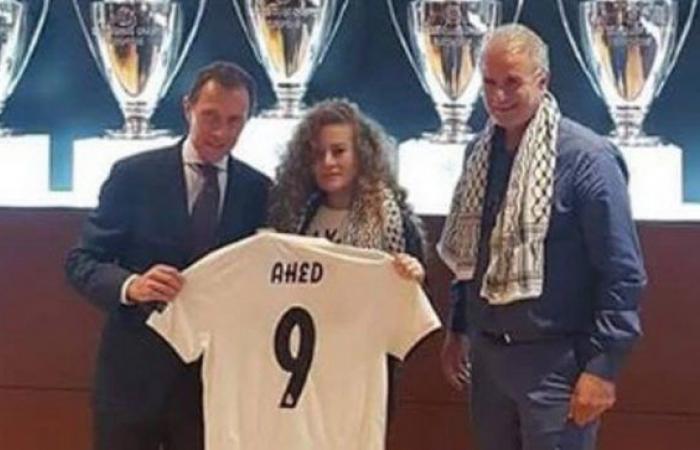 فلسطين   ريال مدريد يهدي الفلسطينية عهد التميمي القميص رقم 9