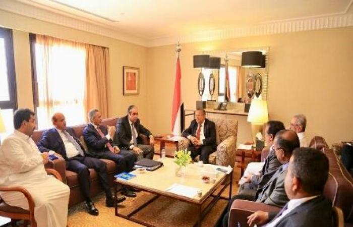 اليمن | عاجل : توجيهات حكومية استثنائية بتوفير المشتقات النفطية وتكليف البنك المركزي بالدفع