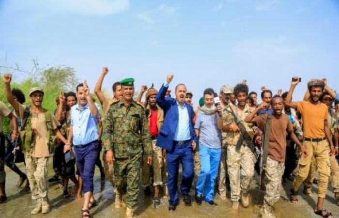 اليمن | وفد إعلامي برئاسة وزير الإعلام يزور جبهات القتال ويتفقد احوال المقاتلين بـ «حجة»