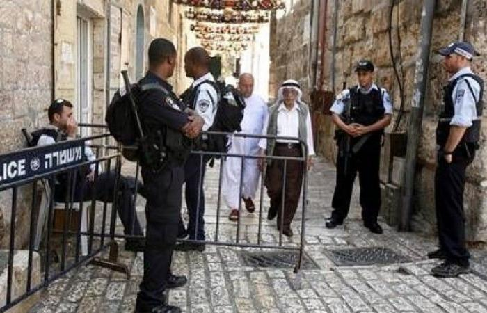 فلسطين   اصابات في اعتداء مستوطنين على المواطنين والمحال التجارية في القدس القديمة