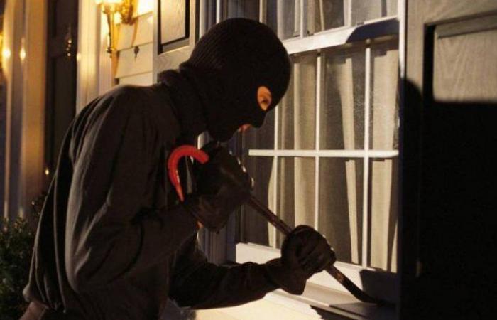 سرقة منزل في كفرعقا