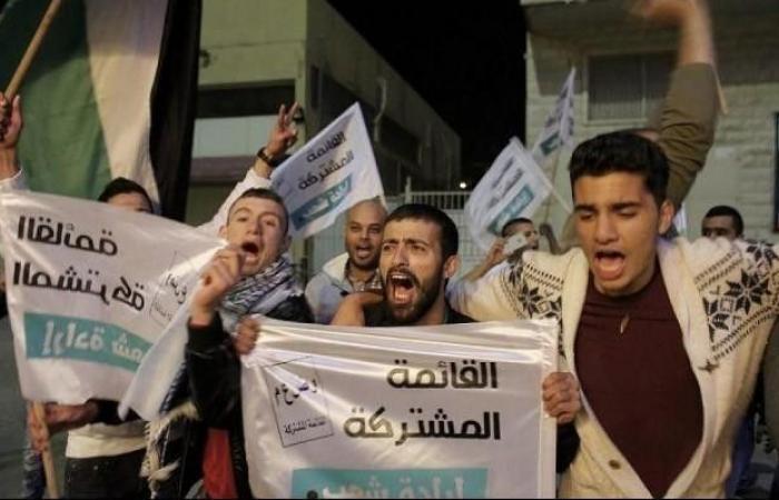 فلسطين   الإذاعة الإسرائيلية: نواب عرب طلبوا خفض نسبة الحسم لتفكيك المشتركة