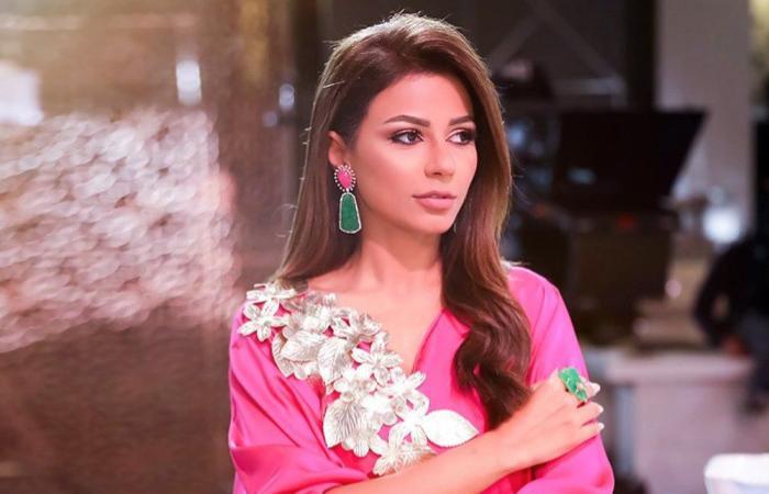 إطلالات الفنانات بفساتين باللون الزهري للتوعية من سرطان الثدي