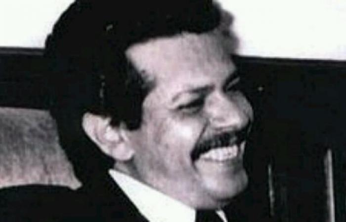 اليمن   شاهد بالفيديو.. كلمة الرئيس والجنوبي الراحل عبدالفتاح اسماعيل في الذكرى الـ14 لثورة اكتوبر.. تحدث عن الوحدة واغتيال الحمدي