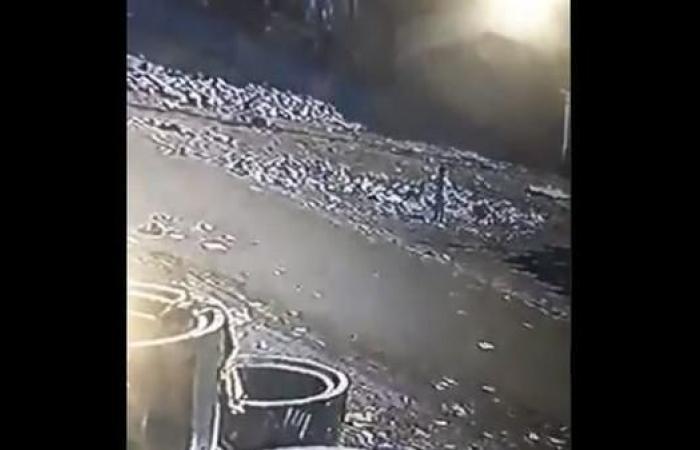 العراق | شاهد.. طفلة البصرة تغرق في بالوعة المجاري