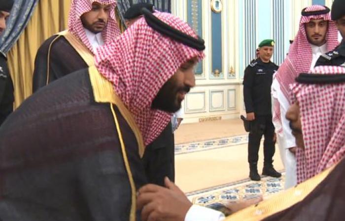 الخليح   شاهد كيف تفاعل محمد بن سلمان بتلقائية مع والد شهيد
