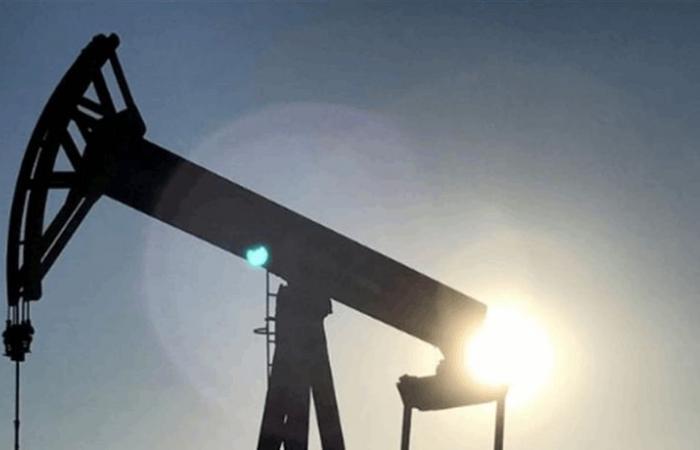 النفط يرتفع وسط توقعات بخفض إمدادات أوبك