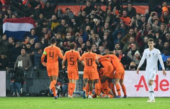 هولندا تهزم فرنسا وتحافظ على آمالها في الصدارة