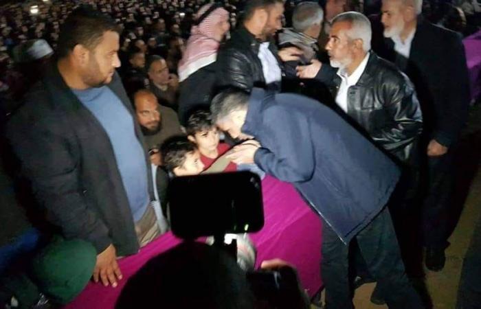 """فلسطين   هذا ما فعله اللواء عبدالخالق في حفل تأبين شهداء عملية خانيونس """"صورة"""""""