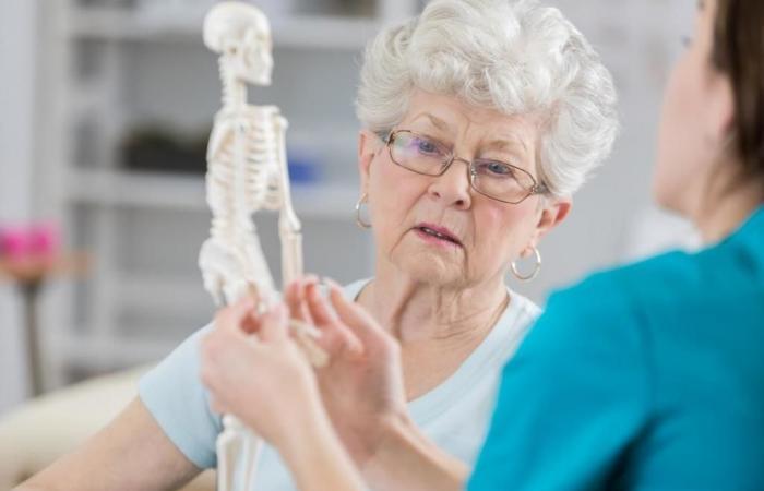 جزيء يفسر سبب ضعف العظام مع تقدم العمر