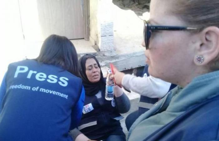 فلسطين   الاحتلال يفرق مسيرة للصحفيين الفلسطينيين والدوليين عند حاجز قلنديا