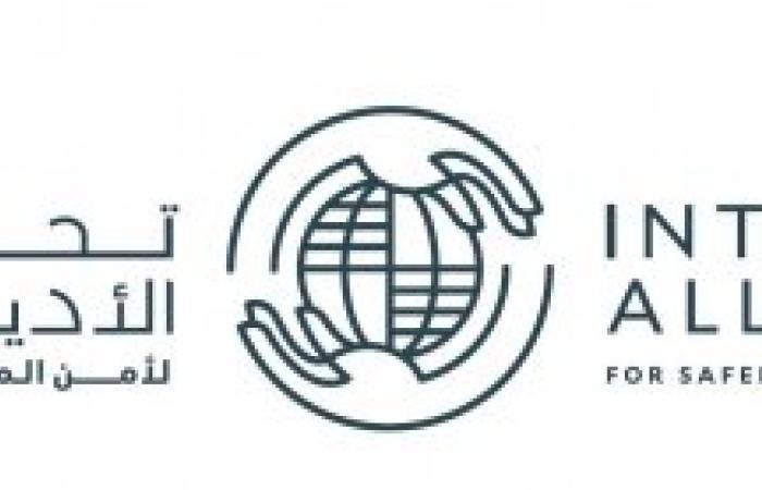 """سيف بن زايد يشهد مصادقة قادة الأديان على """"بيان أبوظبي"""" في واحة الكرامة"""