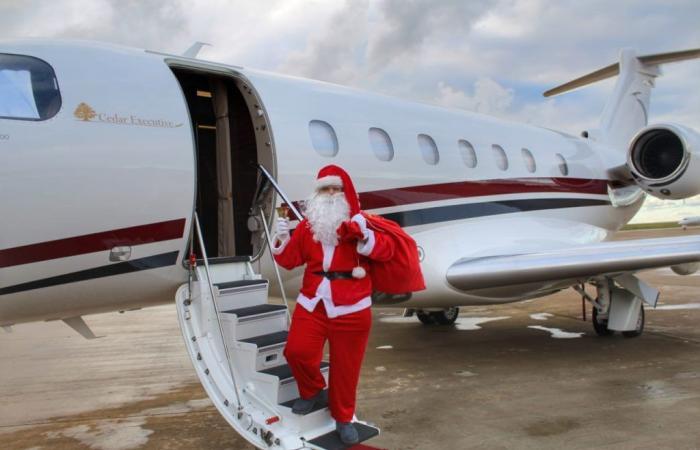 """بالصور: """"بابا نويل"""" في طائرة الميدل إيست!"""