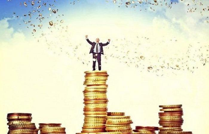من هو أغنى شخص في العالم بعمرك؟