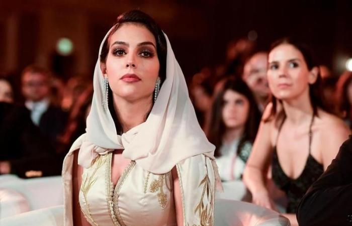 حبيبة كريستيانو رونالدو بالزّي المغربي (صور)