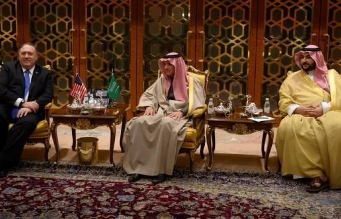 الخليح | بومبيو يصل الرياض.. وخالد بن سلمان والجبير في استقباله