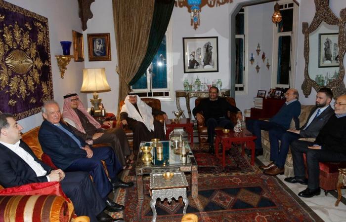 جنبلاط عرض مع سفراء السعودية والإمارات والكويت الأوضاع